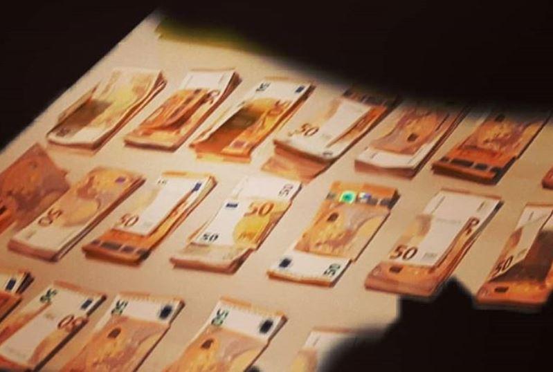 Een gedeelte van het aangetroffen geld.
