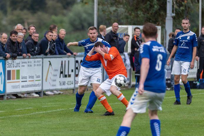 Felle duels in de bekerwedstrijd GVA-SV Angeren.