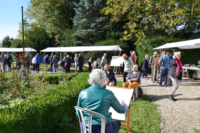 Een activiteit van WieKentKunst 2012: de tuin van de oude pastorie als Montmartre