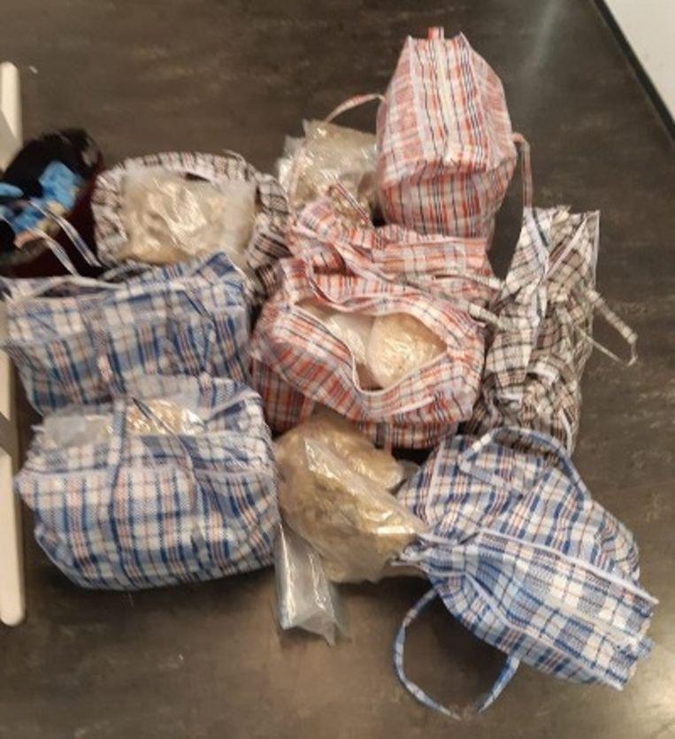 De MDMA-kristallen waren verpakt in grote boodschappentassen.