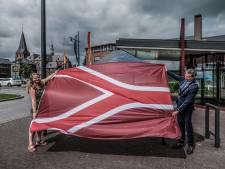 Of we nou zo blij moeten zijn met een vlag die staat voor oorlog en gevaar…