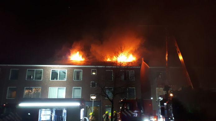 De brand aan de Insulindesingel in Vlaardingen, waarbij vijftien woningen onbewoonbaar werden.