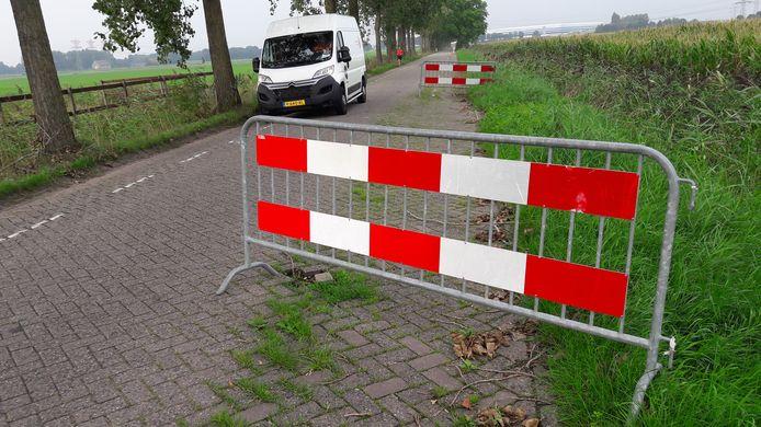 Op vijf plaatsen op het Roosendaalse stuk staan dranghekken.