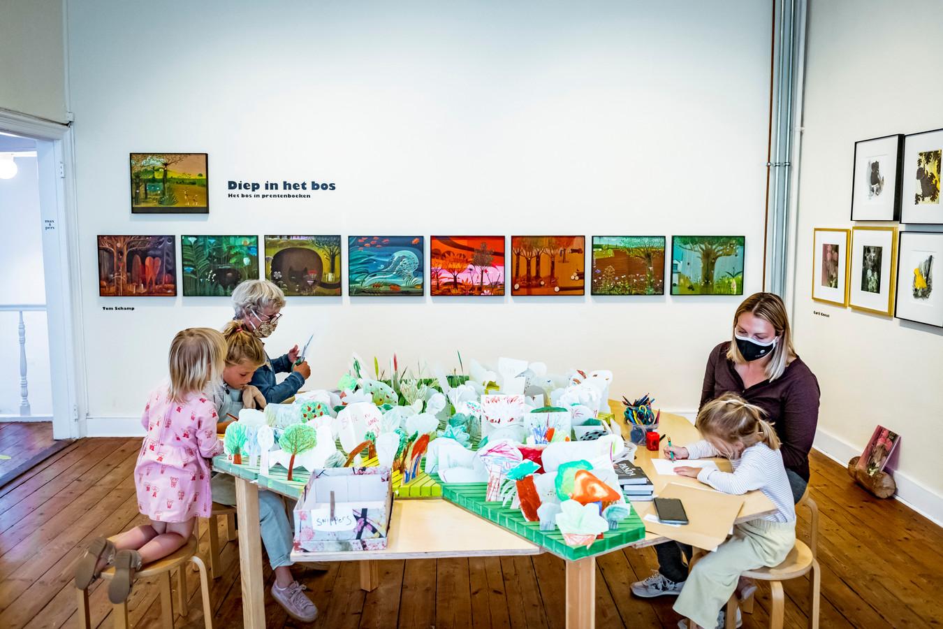 Villa Verbeelding pakt uit met een gloednieuwe jaarplanning, waarin ook de expo 'Diep in het bos' wordt verlengd tot eind mei.