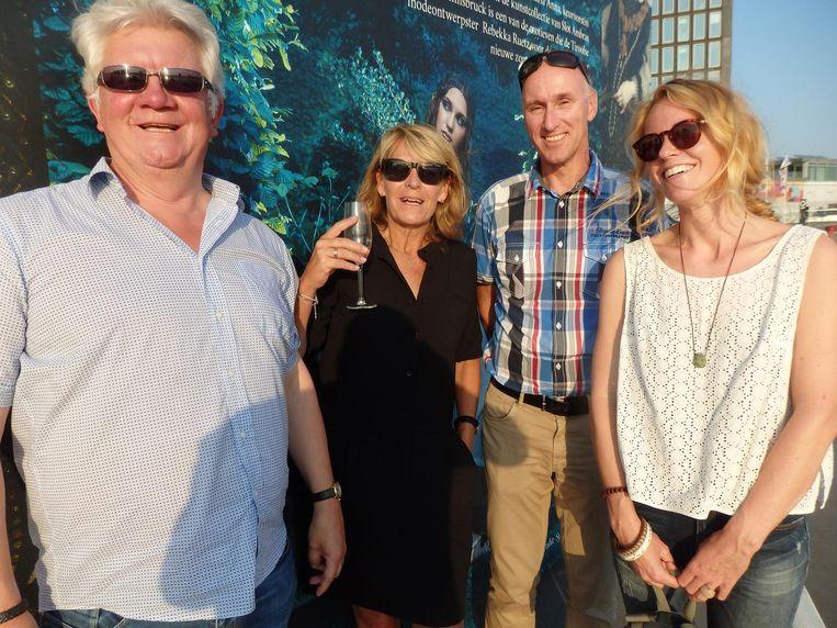 Harm Oljans (Off Piste, RTL4), reisjournalist Caroline Vlietstra, Nico van Dijk (WintersportOostenrijkGids) en Mirte van Dijk (vlnr, MVD Media): 'Geen familie van Nico.' Beeld Schuim