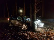 Automobilist gewond bij frontale botsing met boom in Laag-Soeren