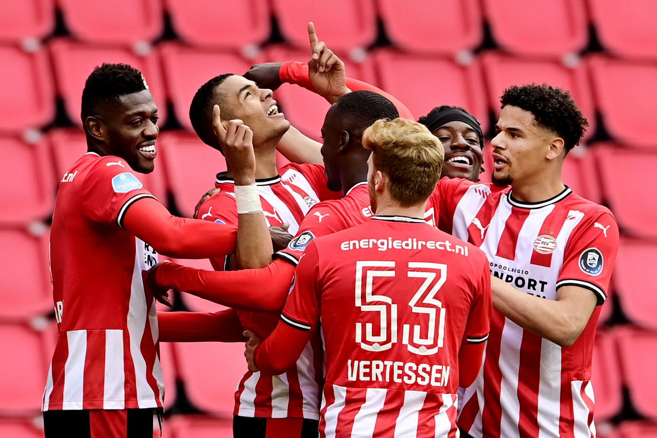 PSV juicht na een goal tegen sc Heerenveen, maar kwam zondag van een koude kermis thuis.