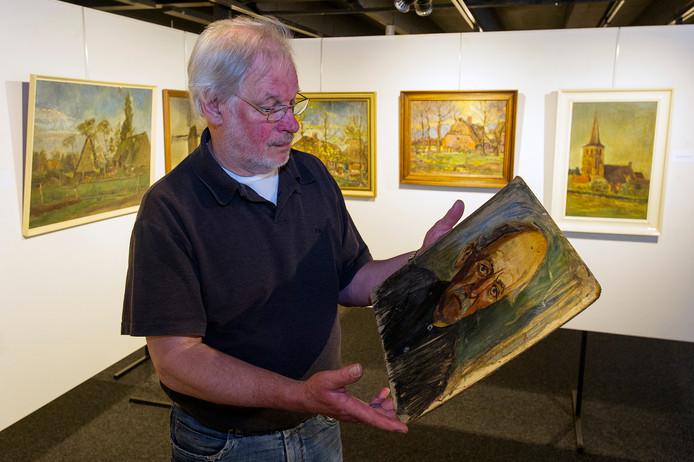 Ed Hurkmans toont in De Verdieping het portret van 'De Man', bijnaam van de grondlegger van het Moergestelse aannemersbedrijf Gebr. Janssen.