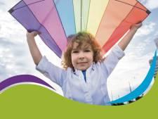 Vliegerfeest bij nieuwe basisschool De Hoogvlieger in Naaldwijk