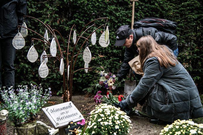 Op Jonkerbos wordt de as van de vermoorde dakloze Pool Jarek ter aarde besteld. Archieffoto.