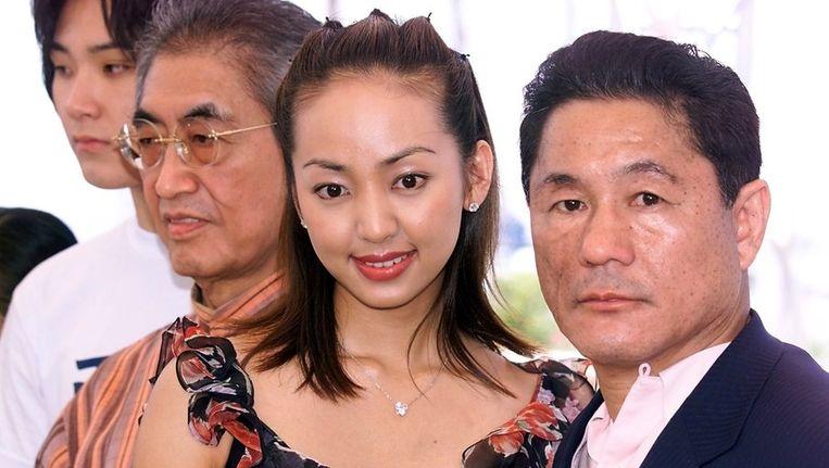 De Japanse regisseur Nagisa Oshima (tweede van links) op het Cannes filmfestival in 2000 met de Japanse acteurs Tadanobu Asano (L), Uno Kanda en Beat Takeshi. Beeld AFP