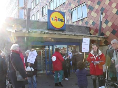 Boze Vlissingers protesteren tegen sluiting Lidl in Vlissingen