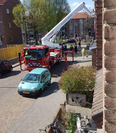 Ruzie leidt tot val of sprong van flat in wijk Zandweerd Deventer: vrouw gewond