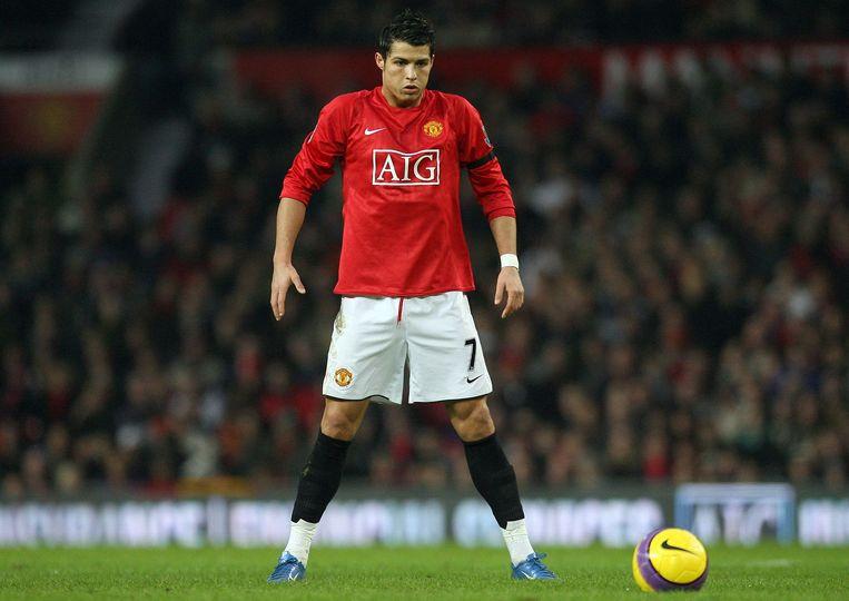 2008. Het zat er al vroeg in. Cristiano Ronaldo maakt zich op voor een vrije trap.  Beeld AFP