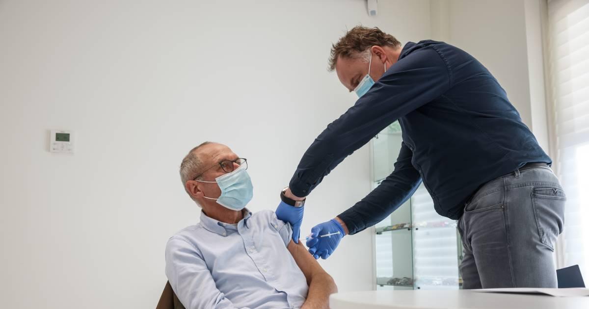 Huisartsen prikken 60-minners met 'restvaccin': 'Een buitenkansje' | Coronavirus | bndestem.nl - BN DeStem
