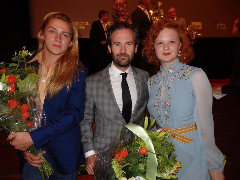 Acteurs Tarik Moree, Guy Clemens en Hendrikje Nieuwerf. Clemens wil maar niet van bff in love object voor Reidinga veranderen. Of toch...? Beeld Hans van der Beek