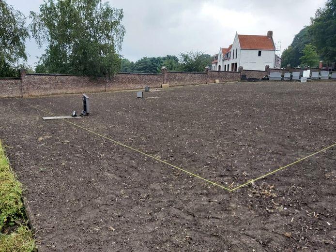 Op het kerkhof van Heist-Centrum werden door het lokaal bestuur graven ontruimd