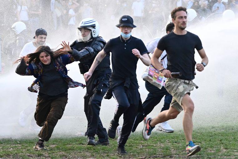 Gisteren liep het fake festival 'La Boum' al danig uit de hand in het Brusselse Ter Kamerenbos. Beeld Photo News