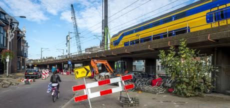 Vannacht voor de laatste keer een trein bovengronds door Delft