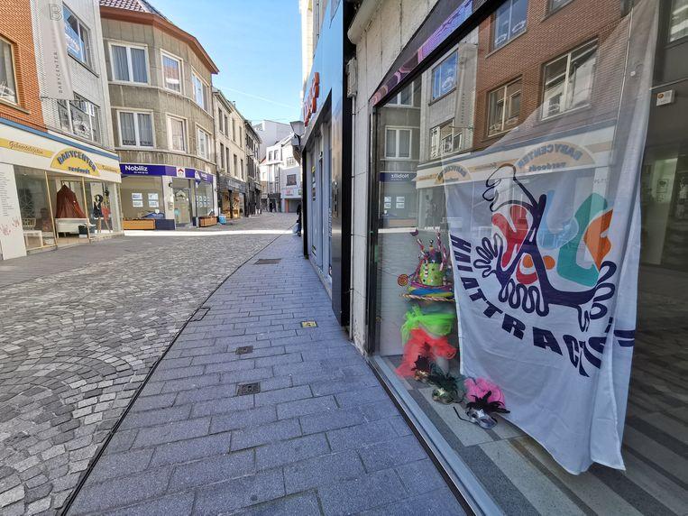 Halattraction roept op om de vlag van de organisatie uit te hangen als teken van solidariteit.