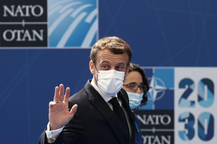 Frans president Emmanuel Macron bij zijn aankomst op de NAVO-top.