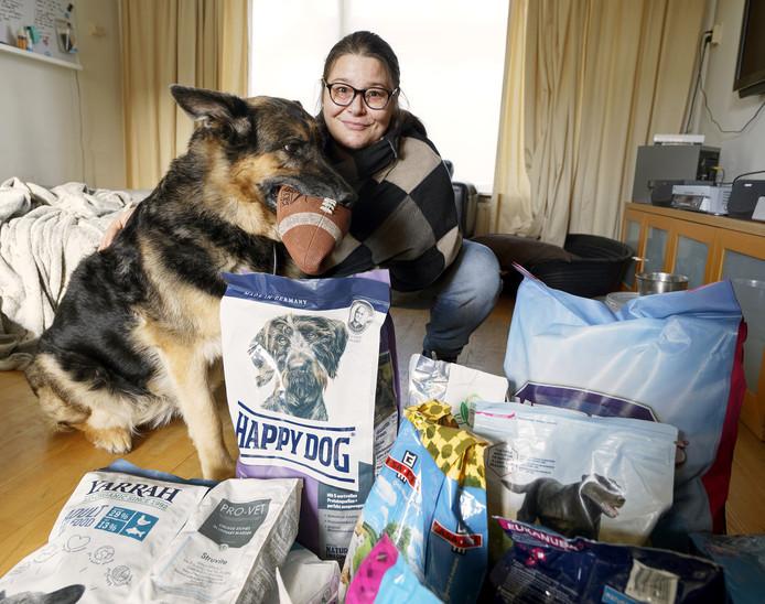 Een voedselbank voor dieren. De Gestelse Shanon Schepens heeft dat opgezet voor gezinnen en huishoudens met dieren die het niet zo breed hebben.