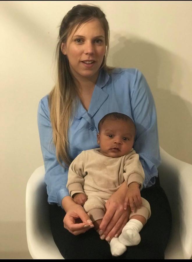 Naomi Vanbeveren en Rae (8 weken).