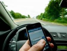Telefoon, airco, drankje... Wat mag wel en niet achter het stuur?