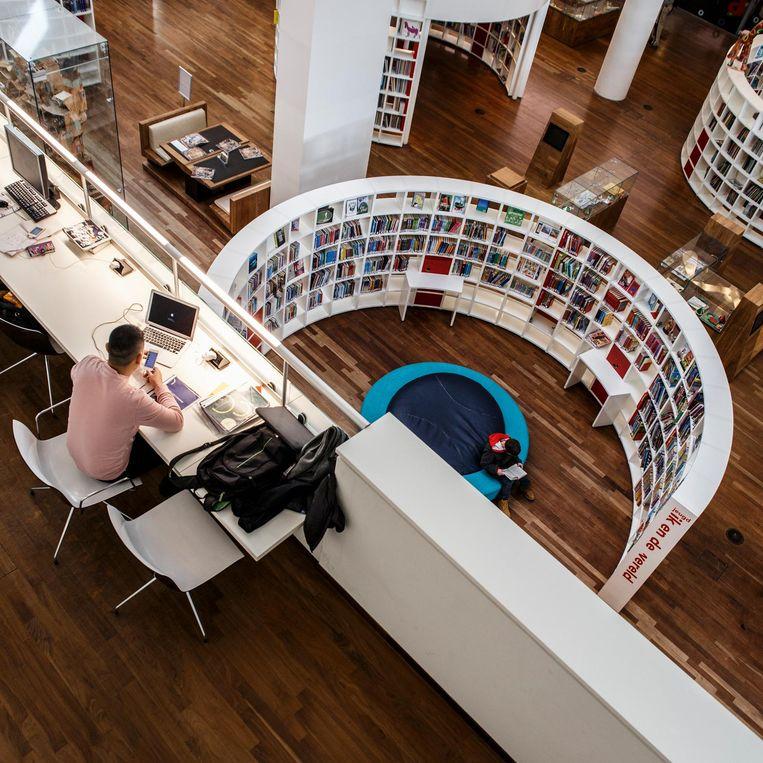 'De bibliotheek op het Oosterdokseiland is een soort Nieuw-Amsterdam.' Beeld Carly Wollaert