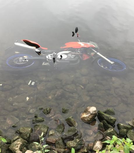 Hulpdiensten rukken uit voor motor in Máximakanaal, geen mogelijke bestuurder gevonden