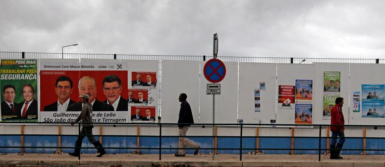 Campagneposters in Sintra. Beeld reuters