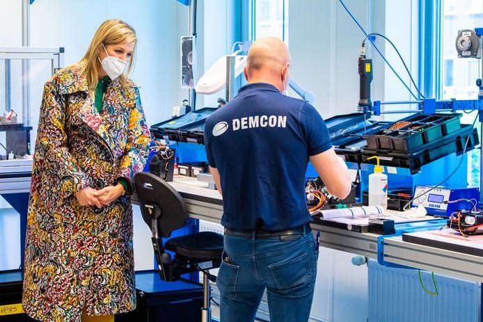Koningin Maxima bracht vorige week een werkbezoek aan de Enschedese vestiging van technologiebedrijf Demcon waar beademingssystemen worden ontwikkeld bedoeld voor corona patiënten op de intensive care.