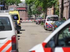 Arrestatieteam haalt  verwarde man uit woning in Nijmegen; straat ligt vol glaswerk