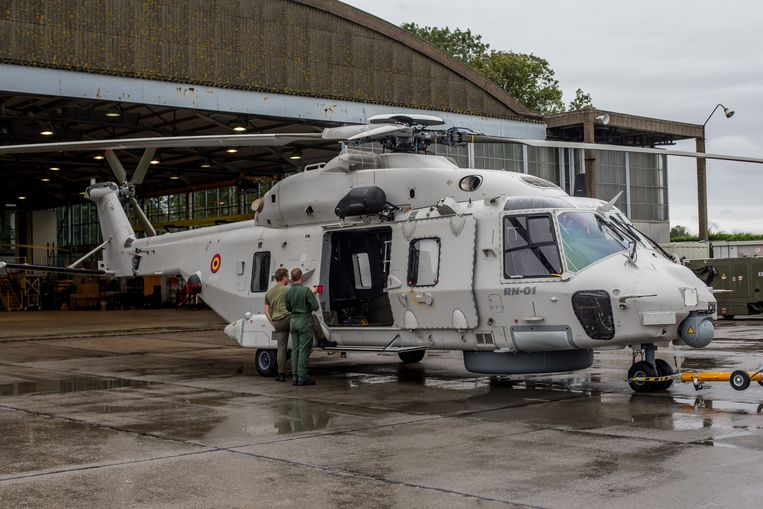 De grijze variant die onder meer de reddingsacties boven zee vanuit Koksijde uitvoert, zou wel blijven vliegen. Beeld Joost De Bock