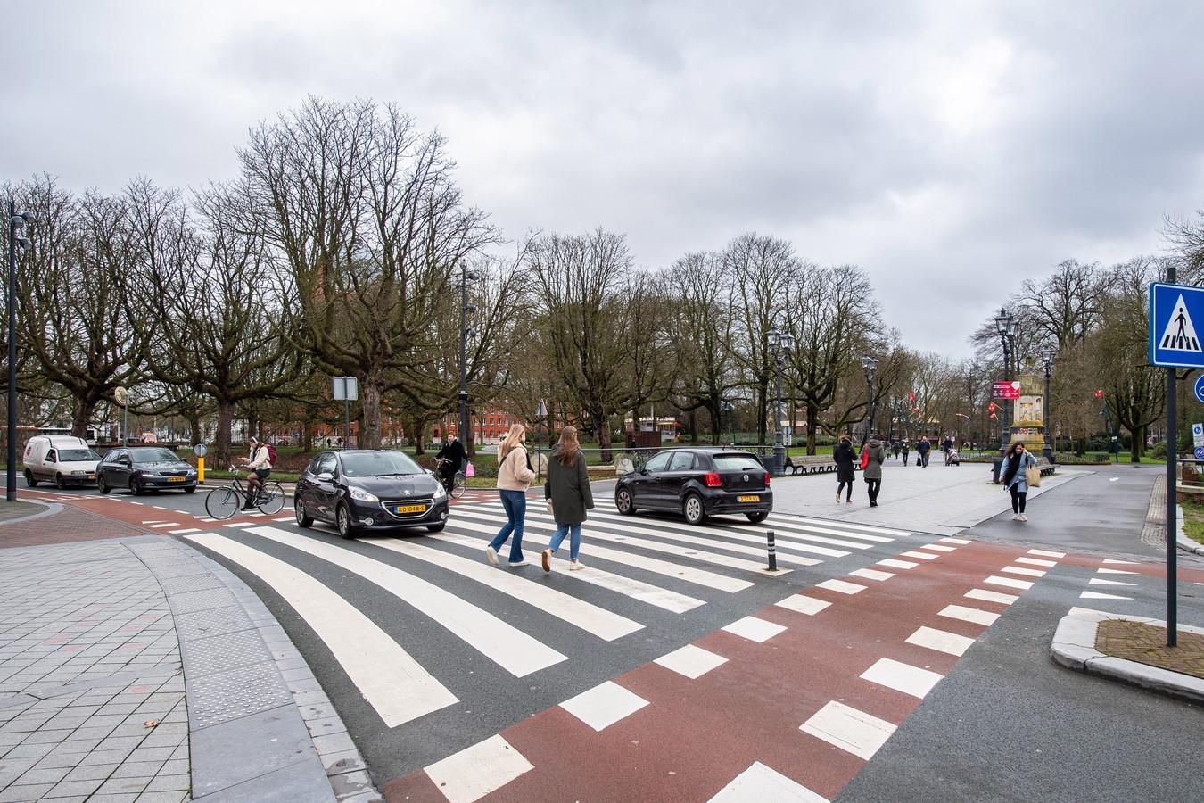 Het zebrapad van de Willemstraat naar het Valkenberg in Breda.