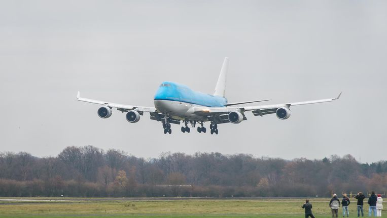 Een Jumbo van KLM op weg naar zijn laatste landing op vliegveld Twente Beeld anp