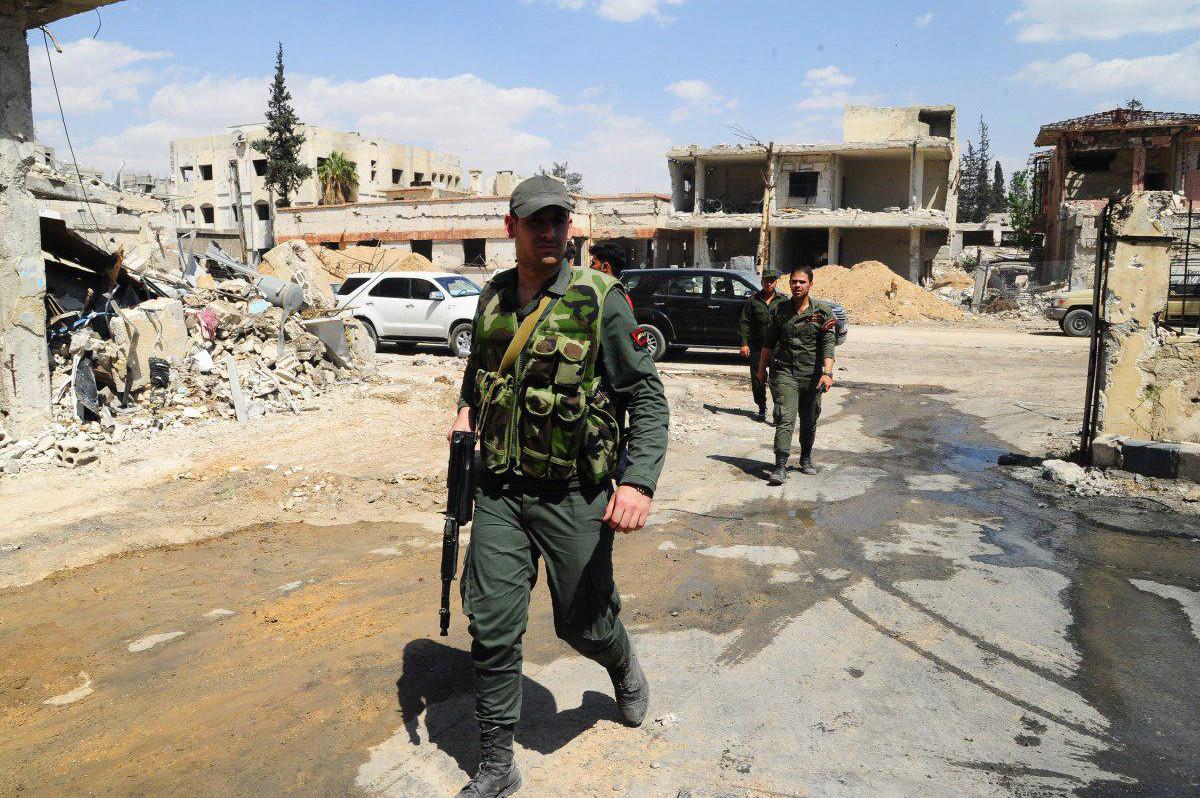 Troepen van het regeringsleger in Douma