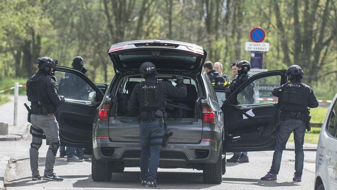 De politie tijdens het onderzoek na de liquidatie