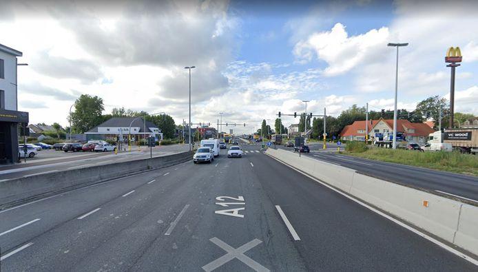 Het kruispunt van de Kontichsesteenweg en de Cleydaellaan, vlak bij de McDonald's, is vannacht als eerste aan de beurt.