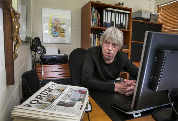 Jan Burgers in zijn kantoor van Forum.