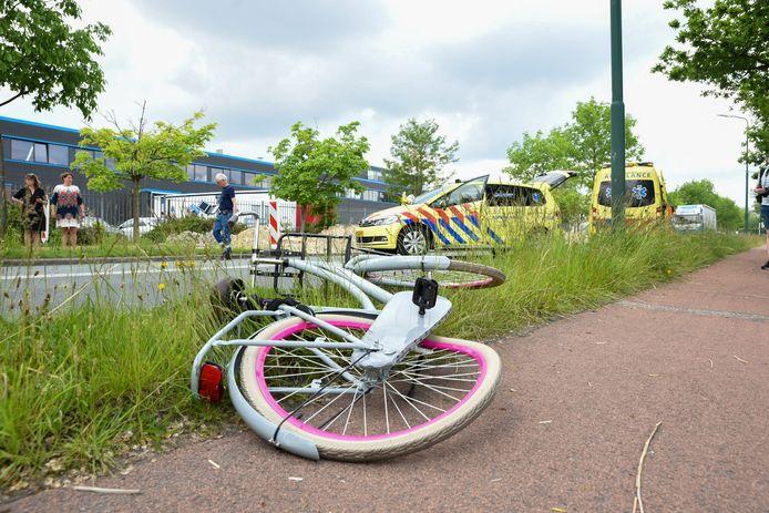 Bij een aanrijding met een vrachtwagen op de Wageningselaan in Veenendaal is donderdagmiddag een fietser ernstig gewond geraakt.