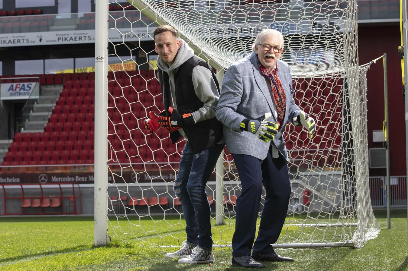 Zo vader zo zoon: Bo Geens (l) is net als zijn vader Theo Custers doelman geworden in het profvoetbal.