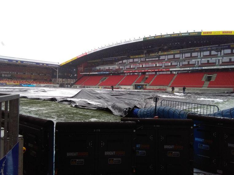 Het veld in het AFAS-Stadium van KV Mechelen.