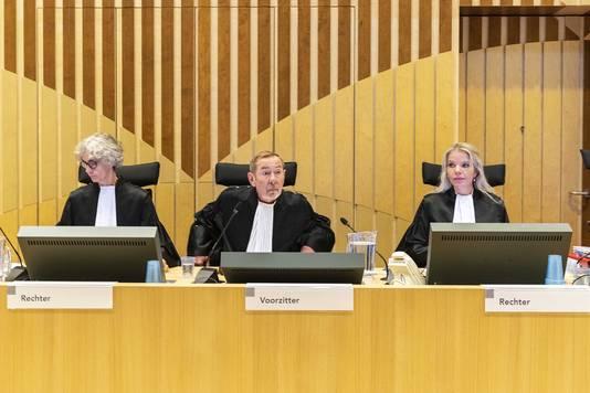 Rechters (VLNR) A.S. van Leeuwen, A. F. van Hoorn en M.S. Lamboo voor aanvang van de zitting in de strafzaak tegen Huseyin A. in de zwaar beveiligde rechtszaal op Schiphol. De man is veroordeeld voor de verkrachting van en doodslag.