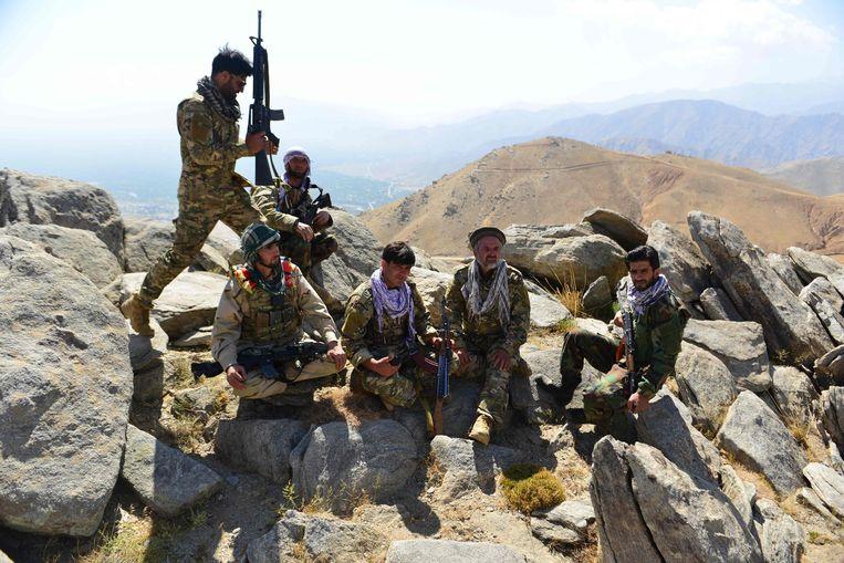 Strijders van het NRFA in de Pansjshir-vallei. Beeld AFP