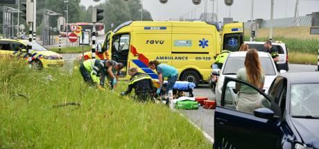 Fietsende scholier raakt zwaargewond bij aanrijding met auto in Vianen