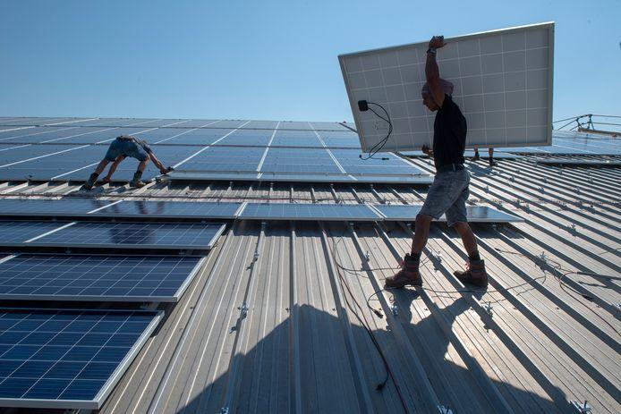 De steenfabriek in Hedikhuizen speelt een essentiële rol in de plannen om heel Hedikhuizen aan te sluiten op een warmtenet. De restwarmte die de fabriek produceert zou alle woningen kunnen verwarmen. De fabriek zelf heeft ook al volop zonnepanelen op het dak.