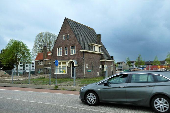Twee woonhuizen op landgoed Linndenlust aan de Bosscheweg blijven staan.
