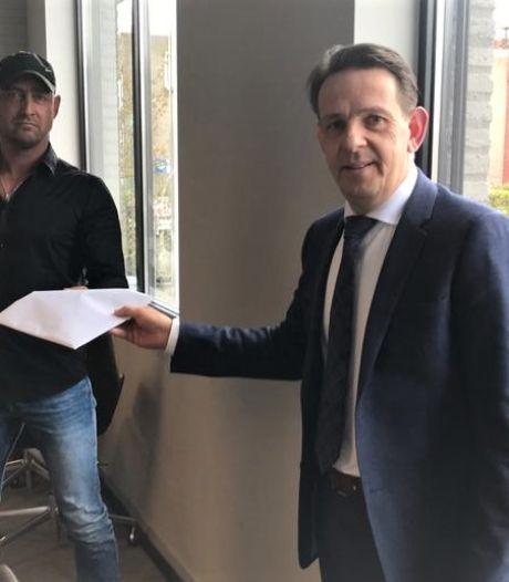 1.871 handtekeningen tegen herontwikkeling azc in Budel; 'Onze stem moet ook gehoord worden'