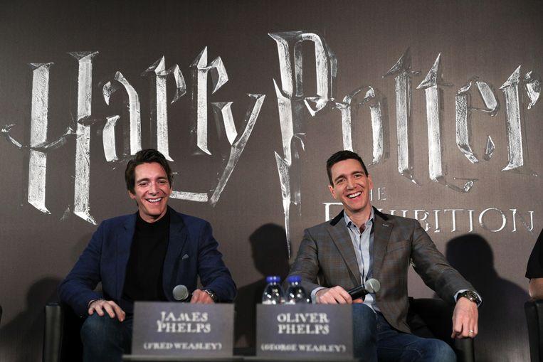 Acteurs James en Oliver Phelps vragen de Harry Potter-fans om op 1 september gewoon thuis te blijven.  Beeld EPA